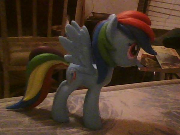 d9658152cf5e oh just in case y all wanna see the vinyl Rainbow Dash I got