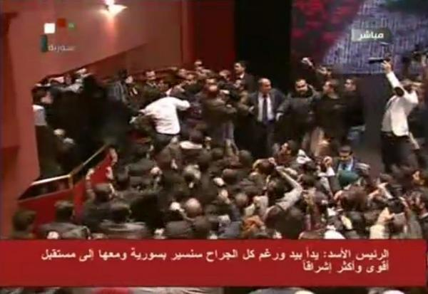 RT @syriancommando: #Assad's speech ends, the crowd goes crazy shaking his hands. http://pic.twitter.com/b8kUp9tq