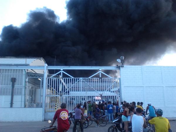 incendio en cagua es la corrugadora lo que se quema http://pic.twitter.com/T3oRTGrs #cagua #turmero #maracay