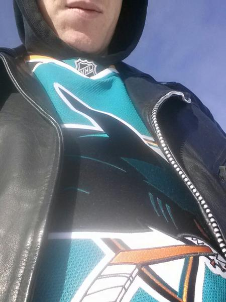 @PollakOnSharks hangover vanished in cold Colorado http://pic.twitter.com/H4YGn9Ql