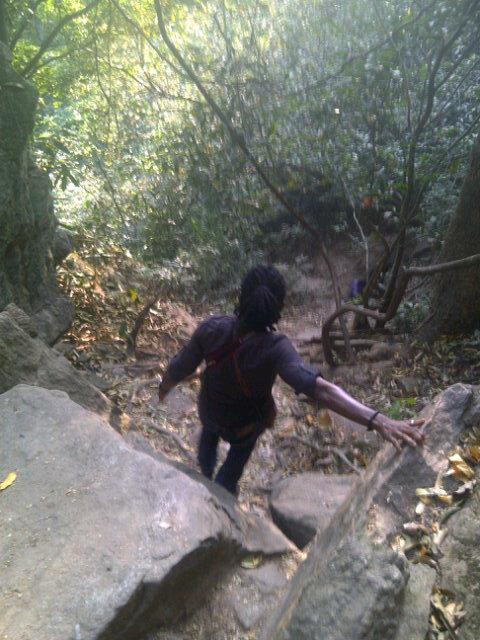 Go down low! @EmekaSpeaks #ErinIjesa @toluogunlesi @emmaiduma http://pic.twitter.com/rUi4LLQu