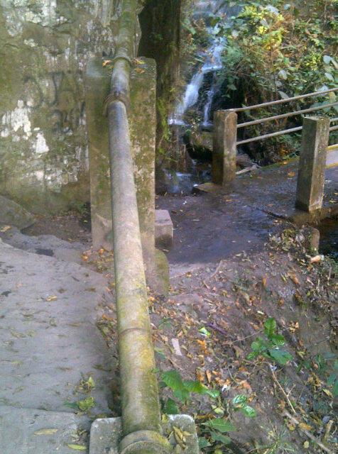 "Spring ""pure water"" pipe! #ErinIjesa #osun2013 @toluogunlesi http://pic.twitter.com/4sDkqYBV"