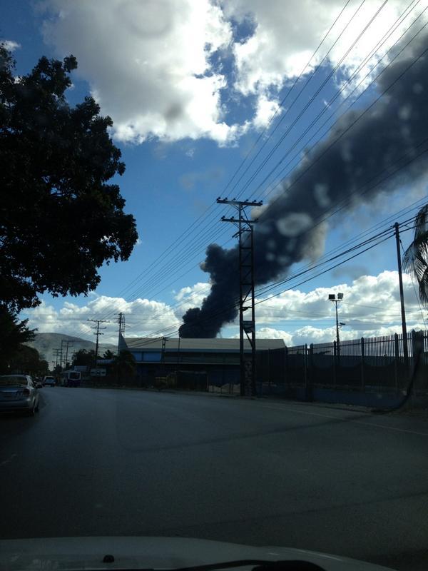 RT @Manuu10: @Caguacity @victoria1039fm  incendio en Cagua http://pic.twitter.com/Ah7EAqst