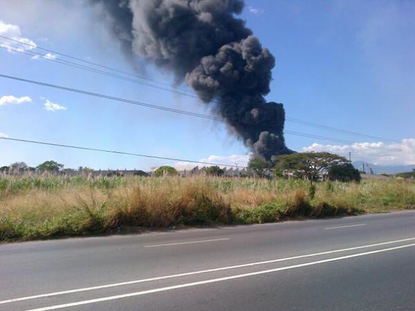 RT @maryelis1990: Se quema una empresa aquí en cagua zona industrial las vegas por vaso selva http://pic.twitter.com/ylZVrGEF