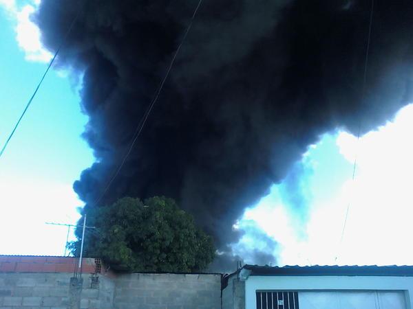 RT @MARACAYINFORMA: via @BarbiieDiiva: Se inncendiia Cagua http://pic.twitter.com/e79Xwzwl