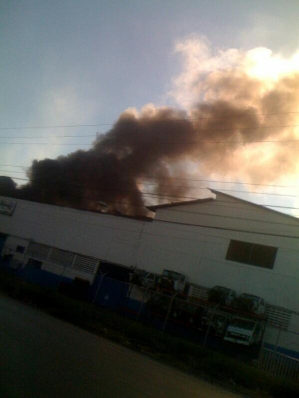 RT @luelene: @ratcumin Imagen del incendio desde la carretera de la zona industrial de Cagua http://pic.twitter.com/Xclm3X6f