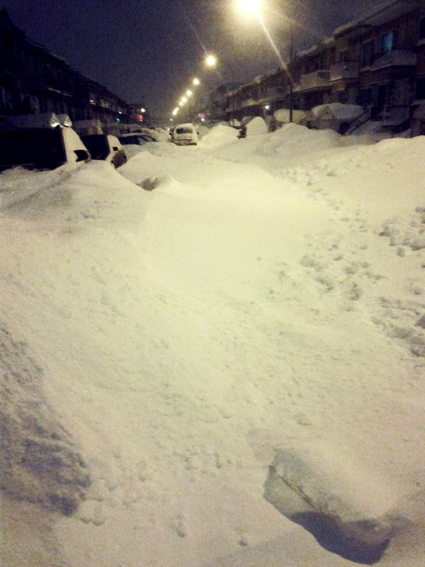 Welcome to Canada! :) #Snowstorm #Snow #Montreal http://pic.twitter.com/cWJQMfm6