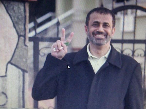 Huge campaign to support #DrMohammedAlroken as #UAEMANOFTHEYEAR2012  #د_محمد_الركن  #شخصية_الامارات_2012 pic.twitter.com/NOlxOpnu