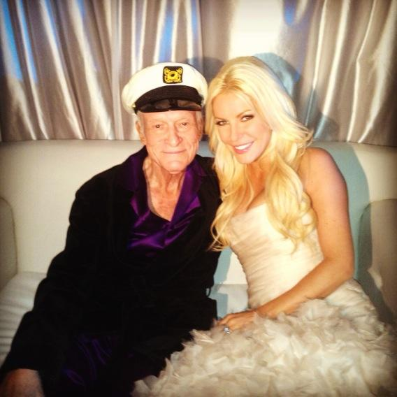 Happy New Year from Mr. and Mrs. Hugh Hefner! http://pic.twitter.com/0z2XsmfW