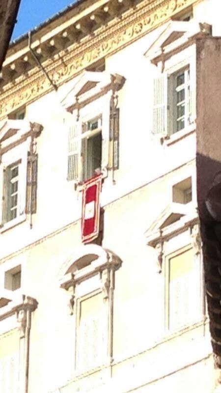 Bendecido por el Papa en directo desde el Vaticano. Que gran inicio de año! http://pic.twitter.com/bCwOIHVh