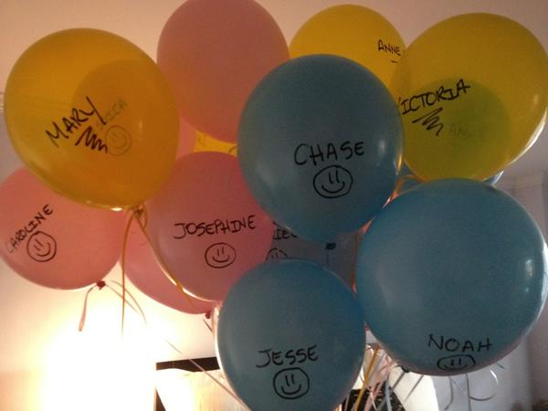 RT @AudreyPuente: My kids are sending a balloon to each victim: Pink-girls, Blue-boys, Yellow-teachers. #26acts http://pic.twitter.com/JRCsqYUr