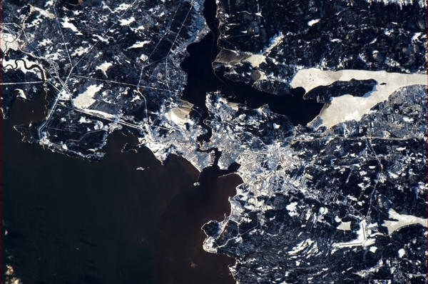 St John NB - beautiful in the sunlit snow. Taken from the International Space Station, 2 Jan 13 http://pic.twitter.com/XgoJvmFu