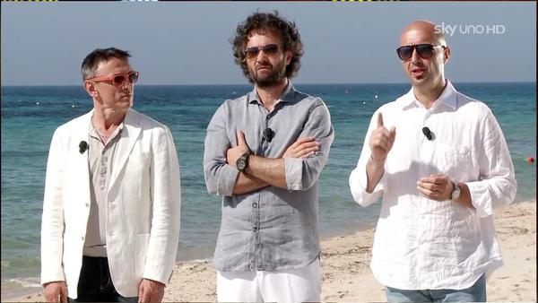 Certo che @barbierichef, @craccocarlo e @jbastianich vestiti di bianco son proprio chic! #MasterChefIt http://pic.twitter.com/gpomu6UZ