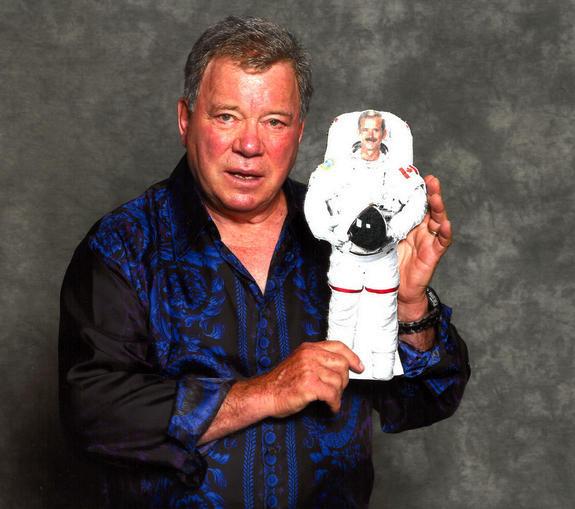 The last time @WilliamShatner and I met was in another dimension - 2D. (From @csa_asc contest - http://www.asc-csa.gc.ca/eng/missions/expedition34-35/photo-challenge/ …) http://pic.twitter.com/Y7tECNL7