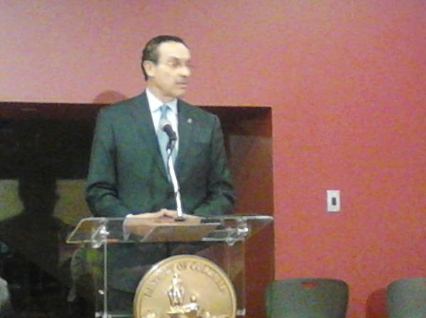 Mayor Gray is now speaking on the project of the skyland project for wal-mart and other vendors http://pic.twitter.com/EAxsssH4