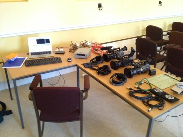 Great day giving SciCom training at #wstm. Got a nice little edit setup sorted too! http://pic.twitter.com/m6hNqYDS