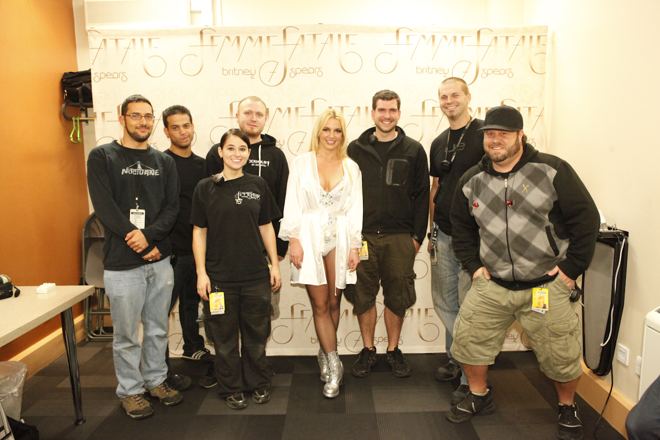 RT @britneyspears: Hope u guys love the sound & light show on my tour as much as I do. Thanks to this team for their... http://t.co/Q62pZz84