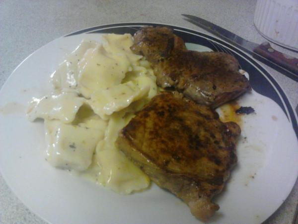 I made myself a yummy steak dinner with ravioli with a celery cream sauce.  SO delicious. :D http://t.co/UOdlA2d6