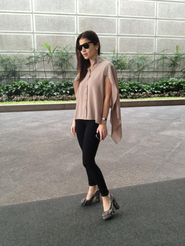 Anne Curtis-Smith on Twitter u0026quot;Hereu0026#39;s my outfit for today! @FoldedandHung cape top ...
