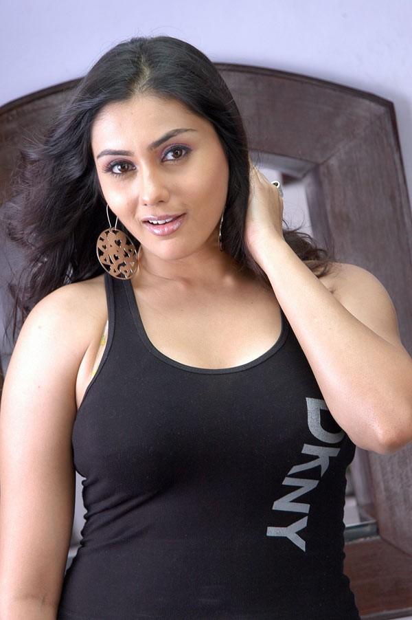 namitha - Aic3KunCMAA I8r - South Actress Namitha Hot Look in Tight T-shirt -Jeans, Namitha Navel & Cleavage Show