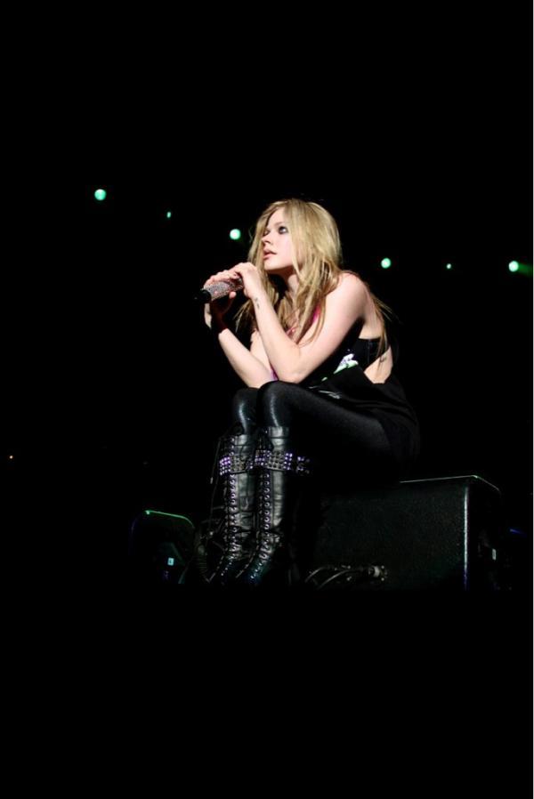 Avril Lavigne - Magazine cover
