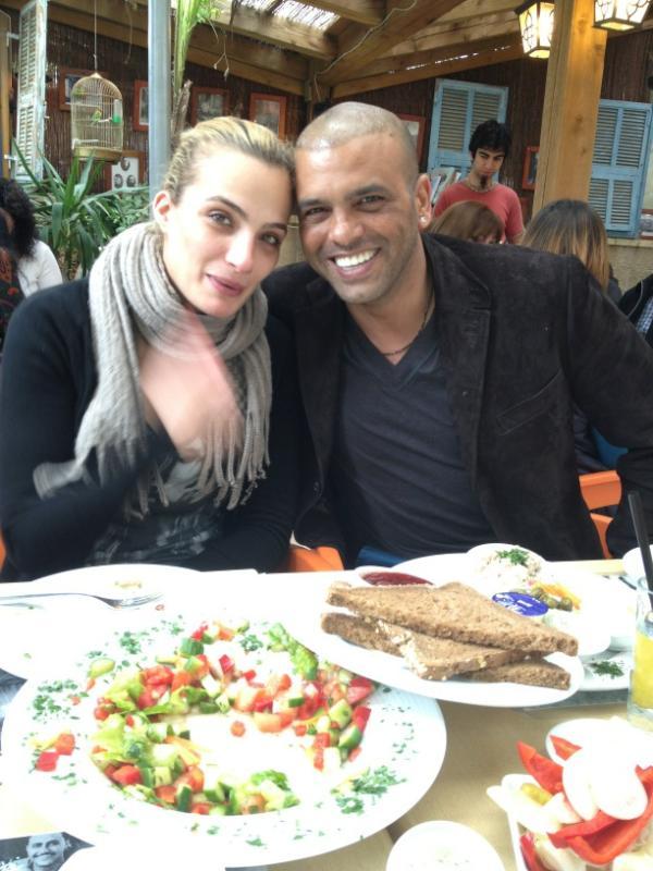 אני וגרושתי היפה בארוחת בוקר  . http://t.co/i1OfEDj0