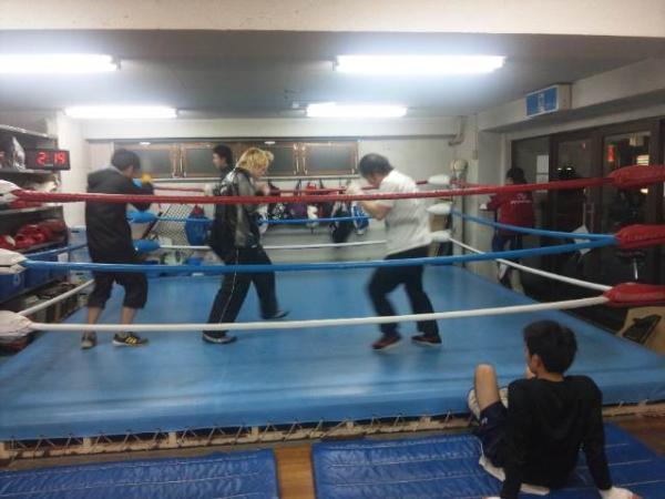 """北澤ボクシングジム on Twitter: """"外は寒いですが、ジムは相変わらず ..."""