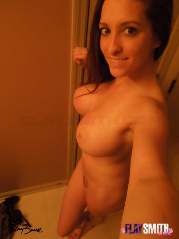 elay smith on twitter here is a fully nude shot i