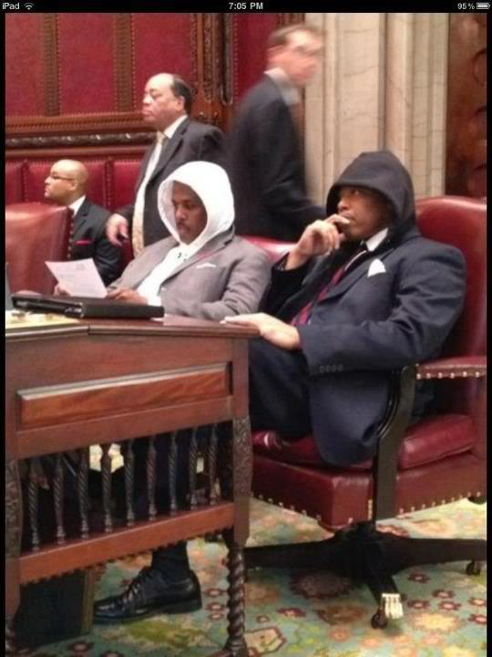 Trayvon's lawyers wearing their hoodies ! http://t.co/FOorrxyZ