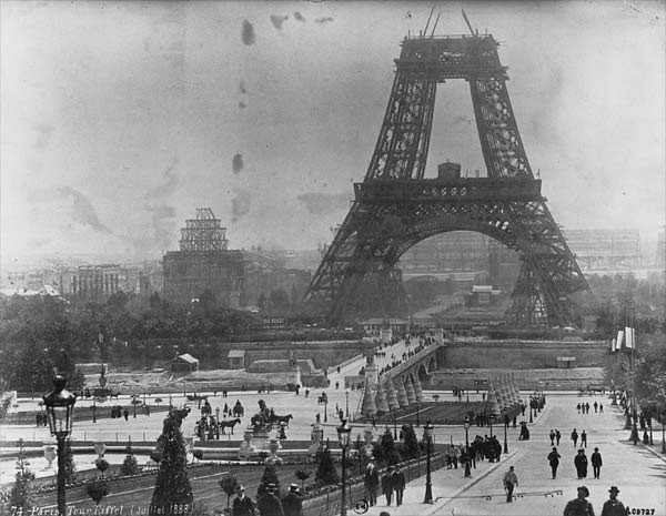 ApWwdHWCQAEb8Ex - The Eiffel Tower's 130th anniversary!