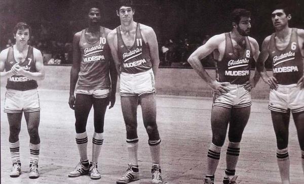 Fernando Martín, en el año 1980, con la camiseta de Estudiantes