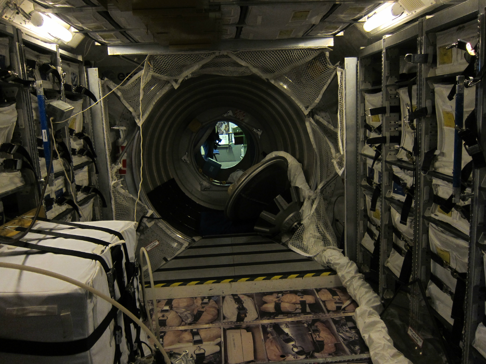 how big inside spacecraft - photo #27