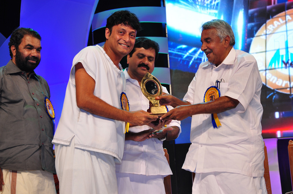 Boby Chemmanur receiving Best #Humanitarian #Award from hon. Chief Minister of #Kerala Sri.Oommen Chandy http://t.co/erOB4oMp