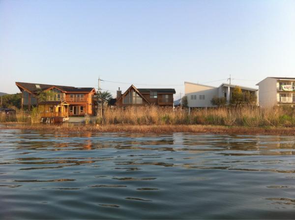 反町 隆史 別荘 反町隆史の琵琶湖にある別荘が豪邸すぎ!趣味の釣り部屋が作れる現在...