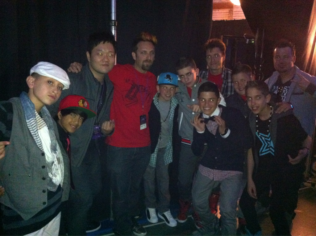 Here's us and the @ICONicBoyz backstage last night. http://t.co/7h4uOwl7