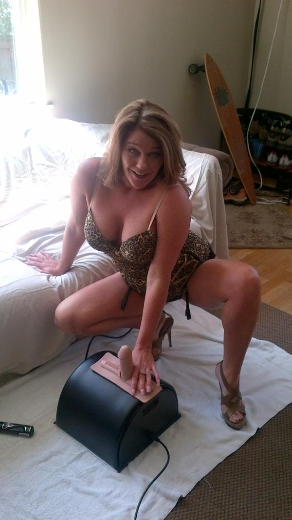 Wife tied on sybian
