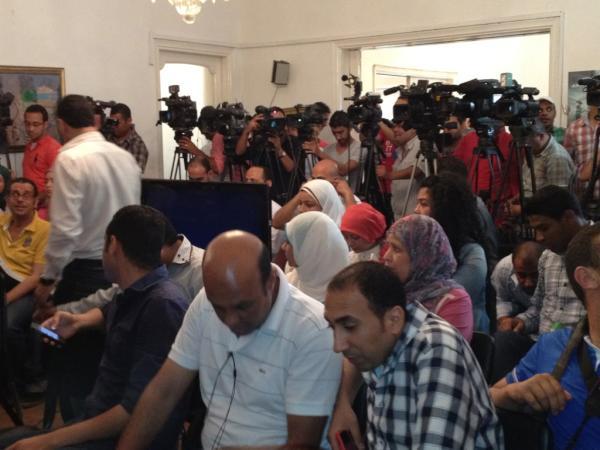 حشد إعلامي ينتظر مؤتمر صحفي لموسى بعد قليل. http://t.co/wJ3HA65m