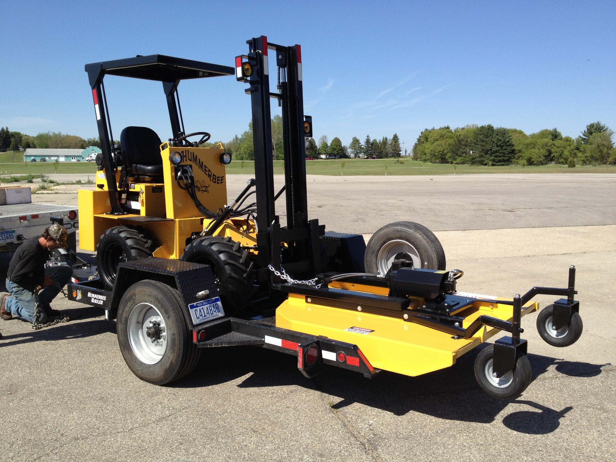 A O Forklift On Twitter Loading Up A Turbo And Mower Onto The Hummerbee Hauler Trailer Http T Co Kxcwwdxz