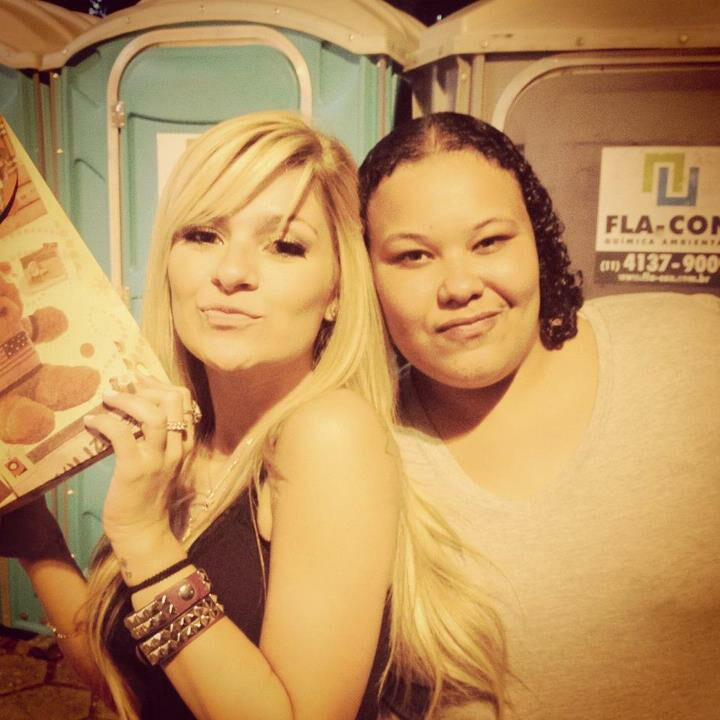 Brigadapelospresentessualinda!RT @_nathalio: @melravasio Ultima. http://t.co/q8vsZKIk