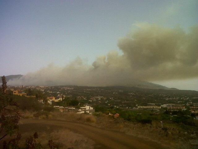 RT @AlfonsoJLT: Vista de #incendioLaPalma desde Los Pedregales en la ciudad de El Paso http://t.co/RItIGky0