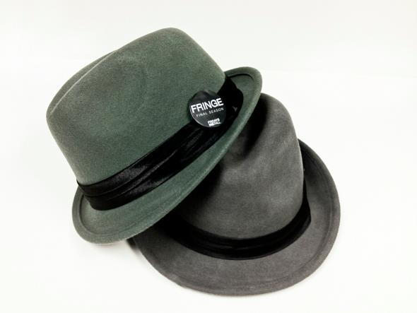 Fringies @FOXBroadcasting will be giving this amazing Observer hats on Comic Con. RT if you want one! #Fringe http://t.co/EoWYdqKM