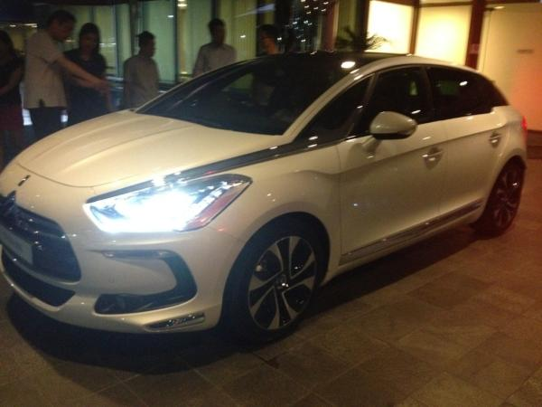 First look at Citroen DS5 in Singapore http://t.co/ji017bK0