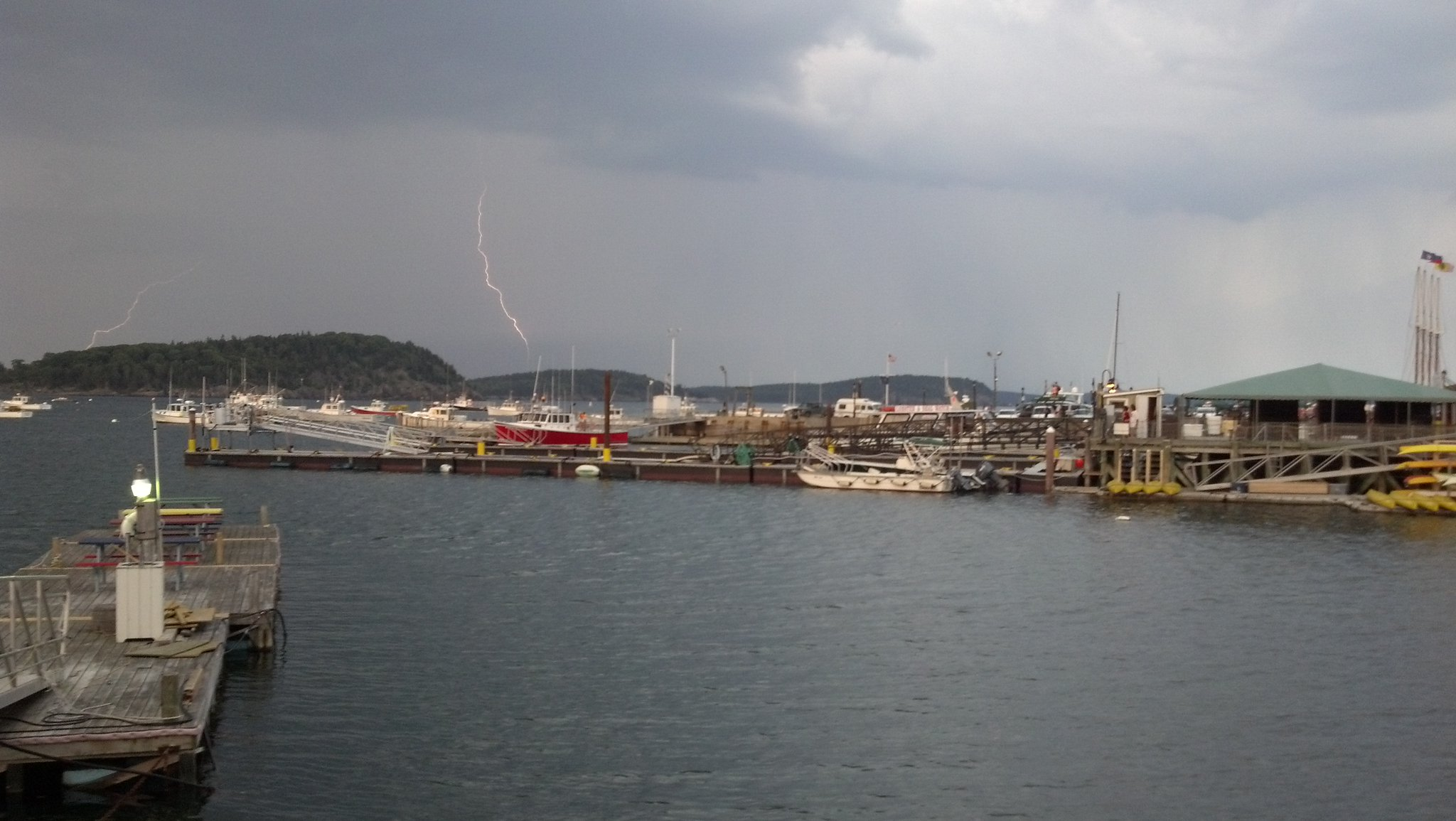 It's storming in Bar Harbor tonight. http://t.co/lj4PVUFz