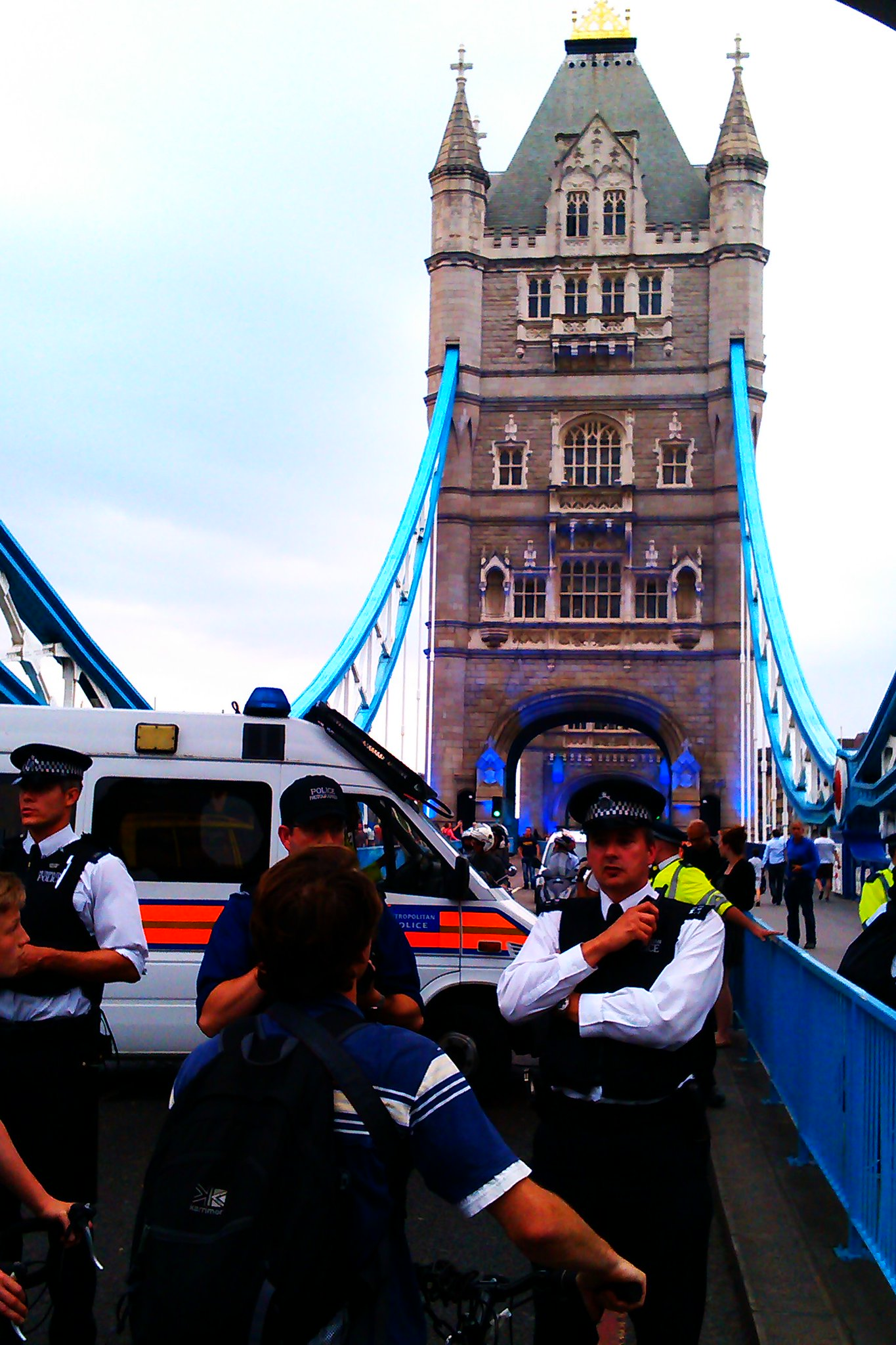 RT @aymanscribbler: Police block London traffic, Tower Bridge #criticalmass #London2012 http://t.co/fX2TLvGc