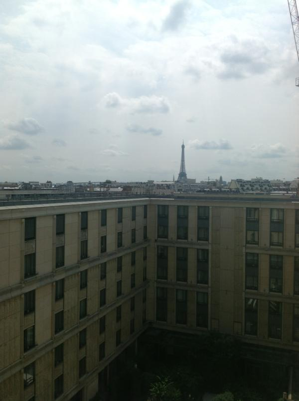 Tour Eiffel view from my Room…nice …now time to go eat some http://t.co/sYehSMaR