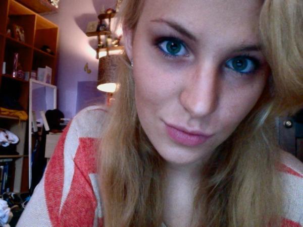 Used midnight blue eyeliner on green eyes. Yes? No? http://t.co/EZNJZkbS