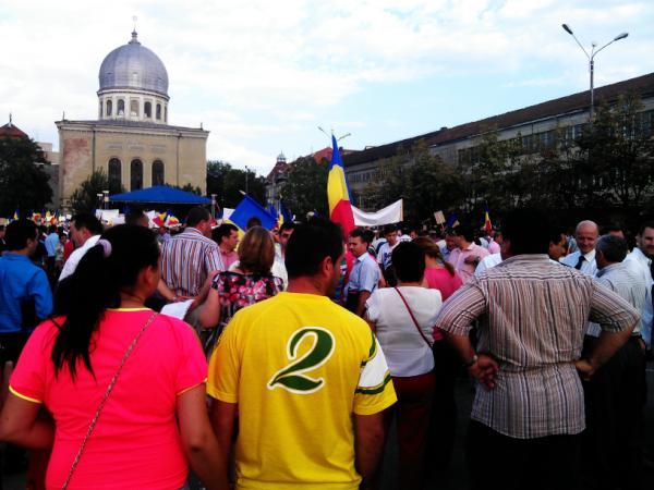 Foarte multi turisti la #miting #oradea. Multumim ansamblului Crisana. pic.twitter.com/tLRipYA6
