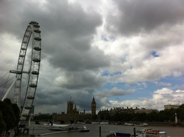 Londen Eye van £ 75 miljoen is na twaalf jaar nog altijd 'tijdelijk' in #Londen2012 . #Hydrospec #Hengelo http://t.co/Cs7WuuzC