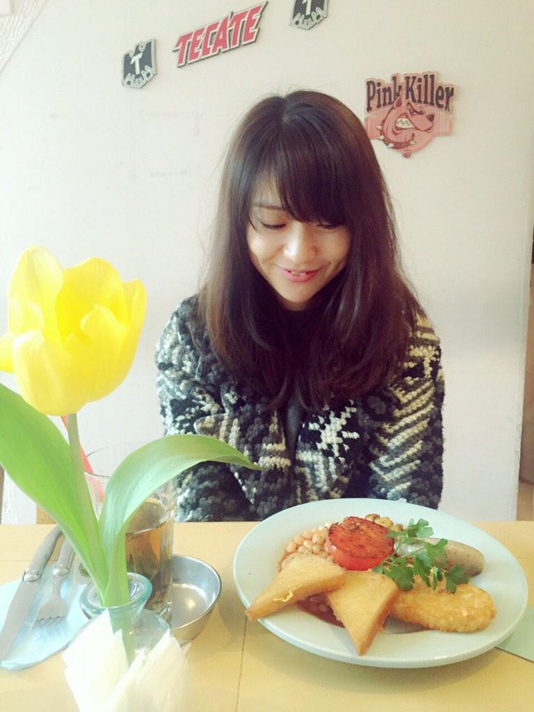 朝ごはんを食べる大島優子