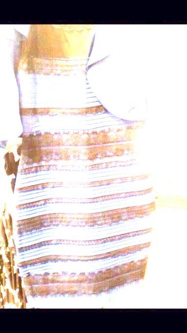 青黒?白金?このドレス何色に見える?Twitterで大論争 , Togetter